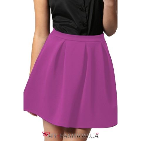 Короткая розовая юбка с крупными складками