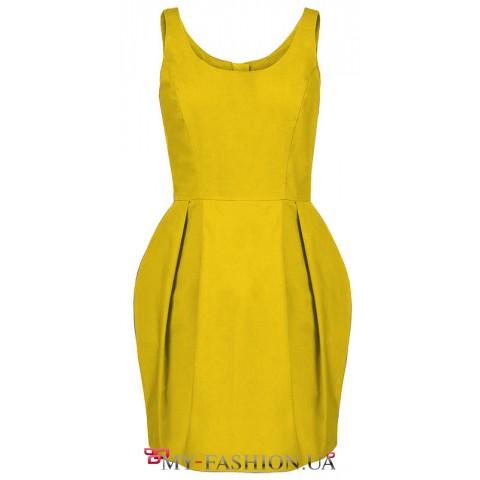 Коктейльное платье средней длины жёлтого цвета