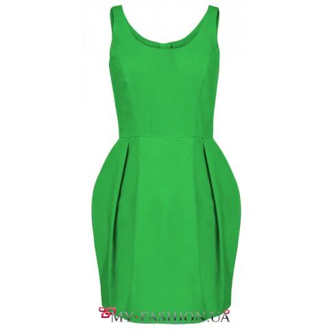 Коктейльное платье средней длины зелёного цвета