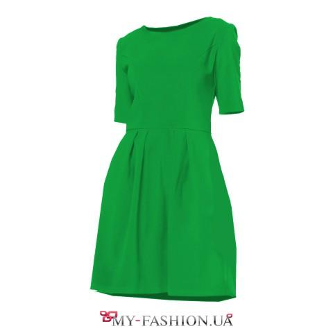 Зелёное хлопковое платье с расклешённой юбкой