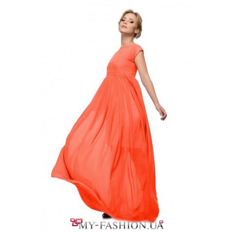 Игривое платье оранжевого цвета