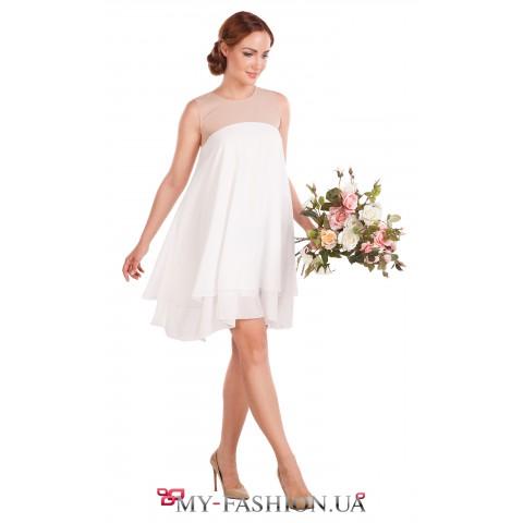 Короткое платье молочного цвета на кокетке