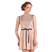 Короткое бежевое платье с оригинальной кокеткой