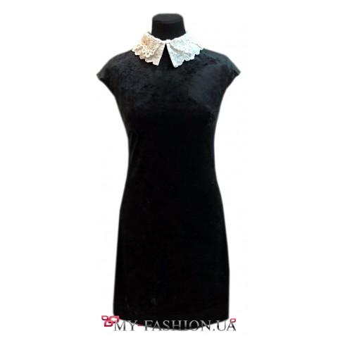 Очаровательное платье прямого силуэта с 2-м воротником