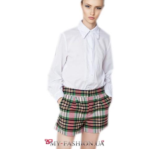 Белая рубашка прямого силуэта с защипами на полочке