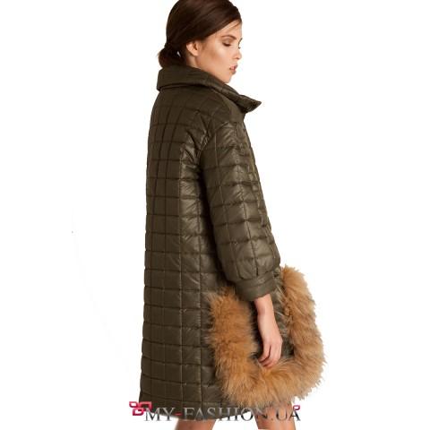 Тёмно-зелёное утеплённое пальто с мехом лисы