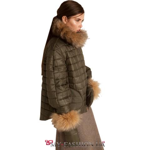 Тёмно-зелёная утеплённая куртка с мехом лисы