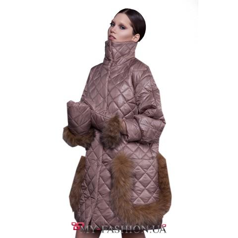 Бежевое утеплённое пальто с мехом лисы