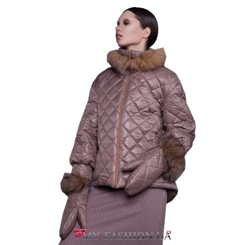 Бежевая утеплённая куртка с мехом лисы