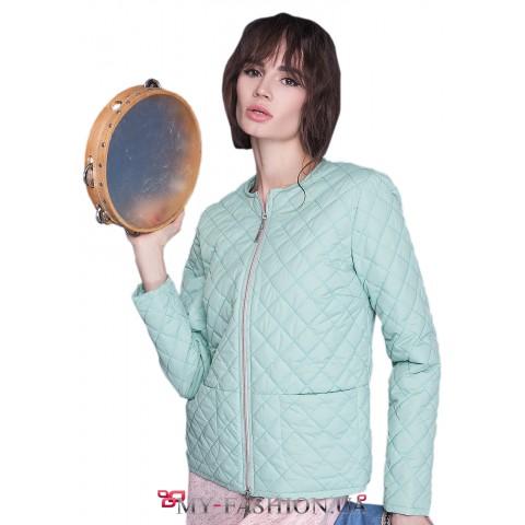 Женская куртка с овальным вырезом горловины