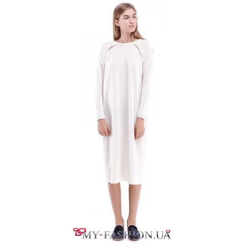 Тёплое платье свободного силуэта с рукавом-реглан