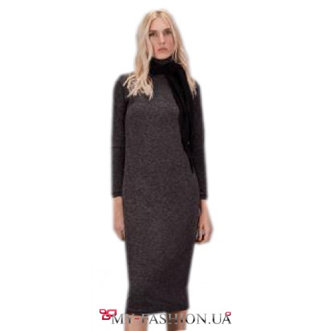 Элегантное платье-чулок средней длины