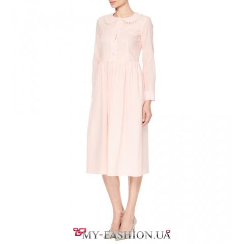 Летнее розовое платье средней длины