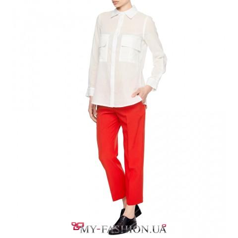 Белая женская рубашка прямого силуэта