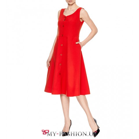 Красивое платье-сарафан с крупными пуговицами