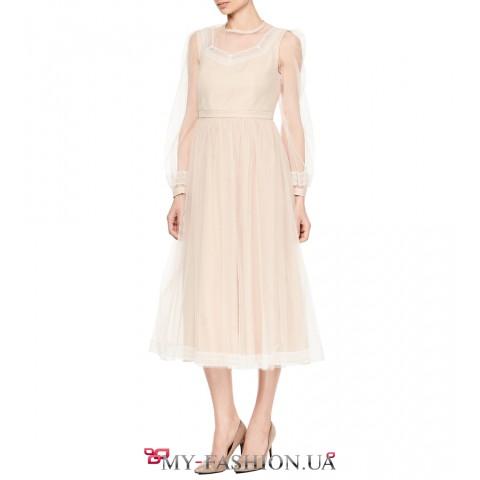 Роскошное приталенное платье средней длины