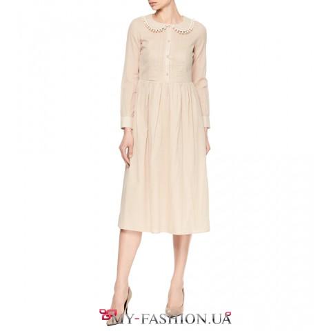 Очаровательное платье средней длины