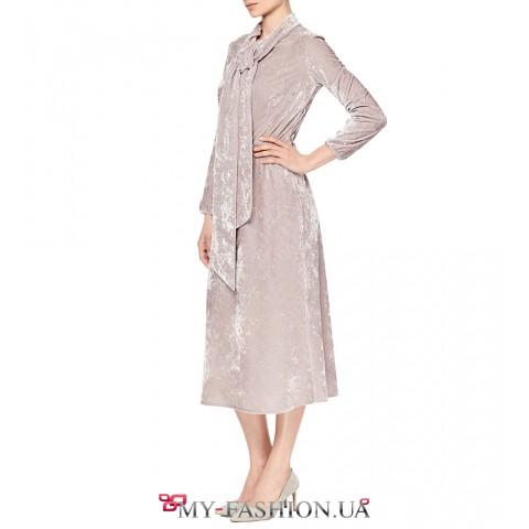 Модное платье с расклешенной к низу юбкой