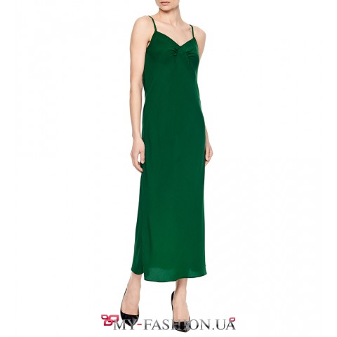 Красивый зеленый сарафан со складками