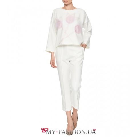 Стильные белые брюки со стрелками