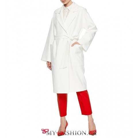 Восхитительное белое летнее пальто