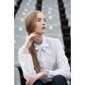 Классического фасона белая женская рубашка