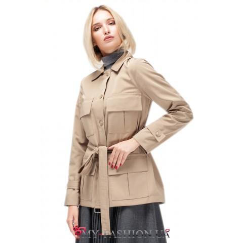 Осенняя женская куртка с накладными карманами