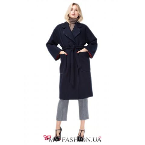 Женское пальто с английским воротником и контрастной отделкой