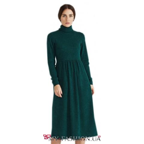 Изумрудное платье свободного силуэта
