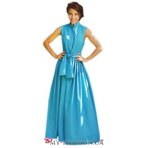 Бирюзовое платье рубашечного кроя с карманами на полочке