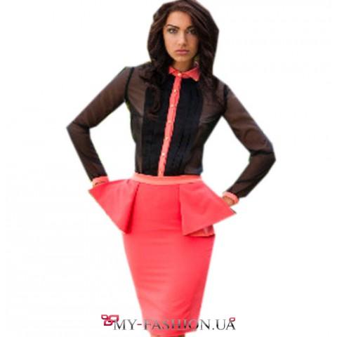Классическая розовая юбка из костюмной ткани с волнующими крылышками
