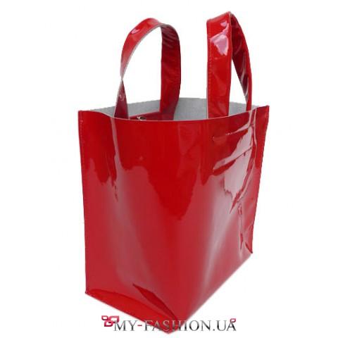 Ярко- красная лаковая кожаная женская сумка с ручками