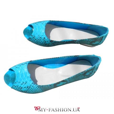 Яркие туфли-балетки из кожи питона