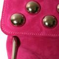 Розовый клатч из натуральной замши с металлическими заклепками