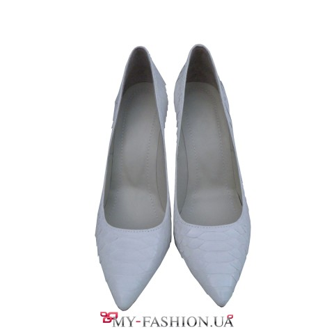 Белые туфли на каблуке из кожи питона