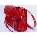 Ярко-красная сумка-портфель с серебристыми застёжками