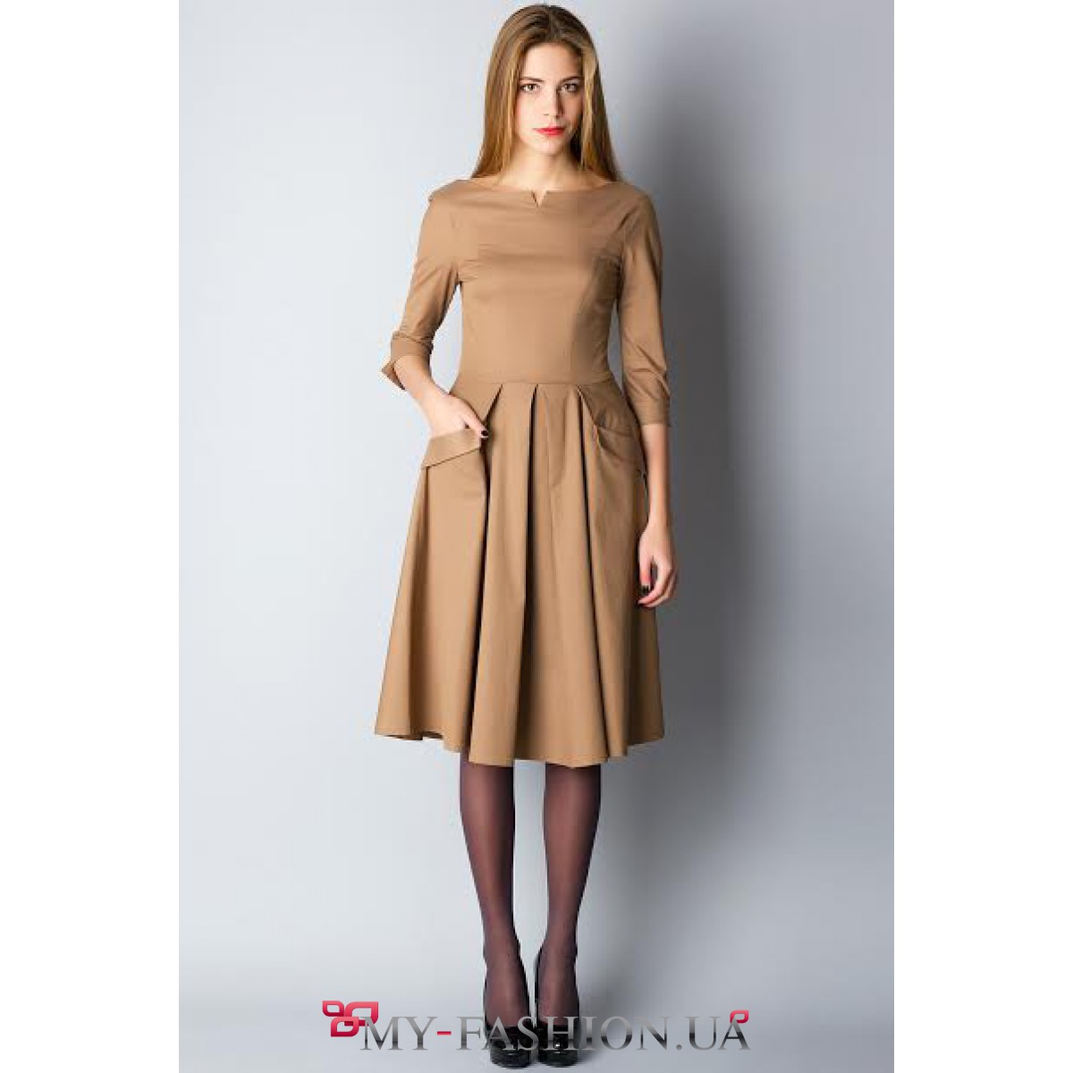 Платье с пышной юбкой бежевое