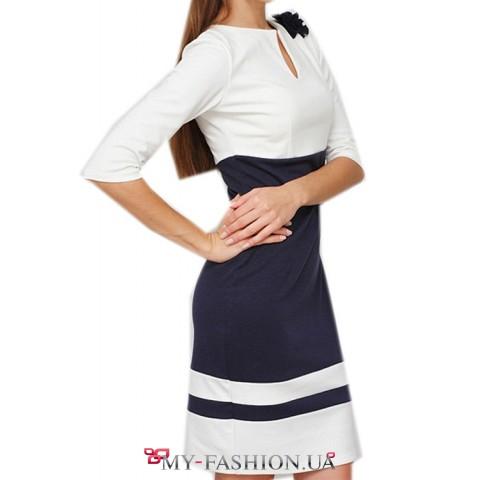 Облегающее платье бело синей расцветки