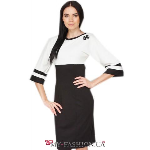 Платье трикотажное с расклешенными рукавами