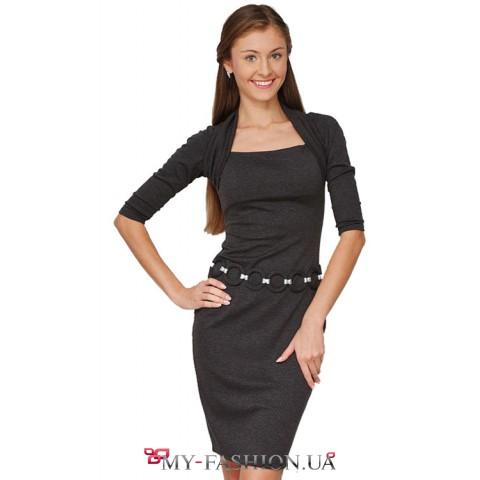 Восхитительное трикотажное платье с металлическими вставками