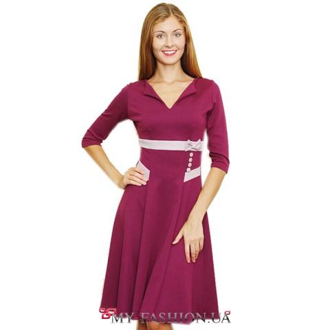Бордовое платье с оригинальным разрезом горловины и розовой отделкой