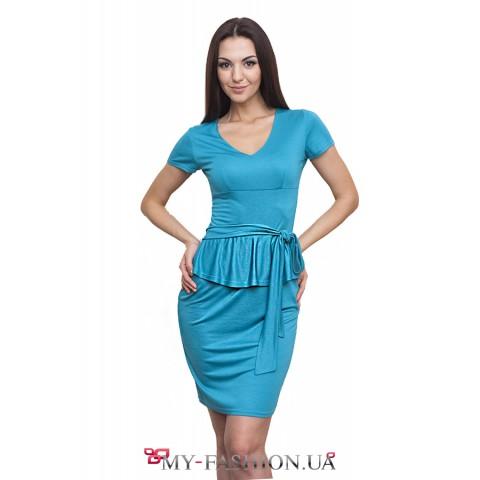 Бирюзовое трикотажное платье с поясом
