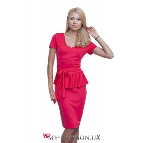 Очаровательное яркое розовое платье