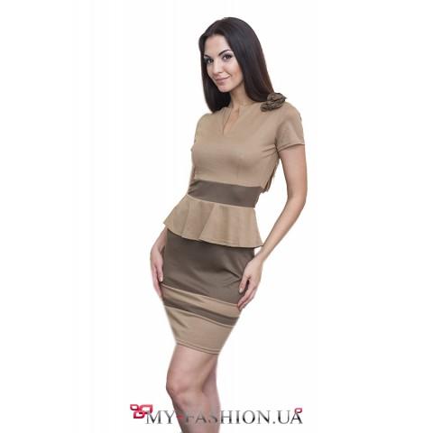 Короткое платье с оригинальным декором