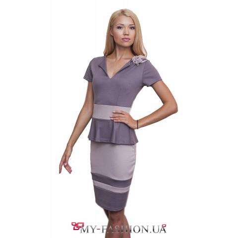 Трикотажное полосатое платье с баской