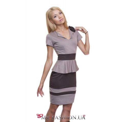 Платье с поясом и короткой юбкой