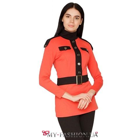 Красный трикотажный брючный костюм в контрастном исполнении