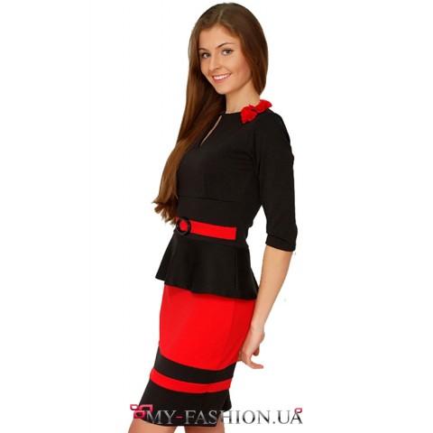 Восхитительное трикотажное платье с черной полочкой