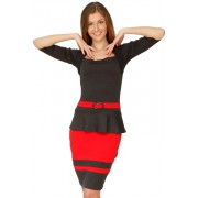 Модное трикотажное платье с оригинальным плечевым решением горловины
