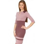 Интеллигентное платье в пастельных тонах, отрезное под линии груди с цветком